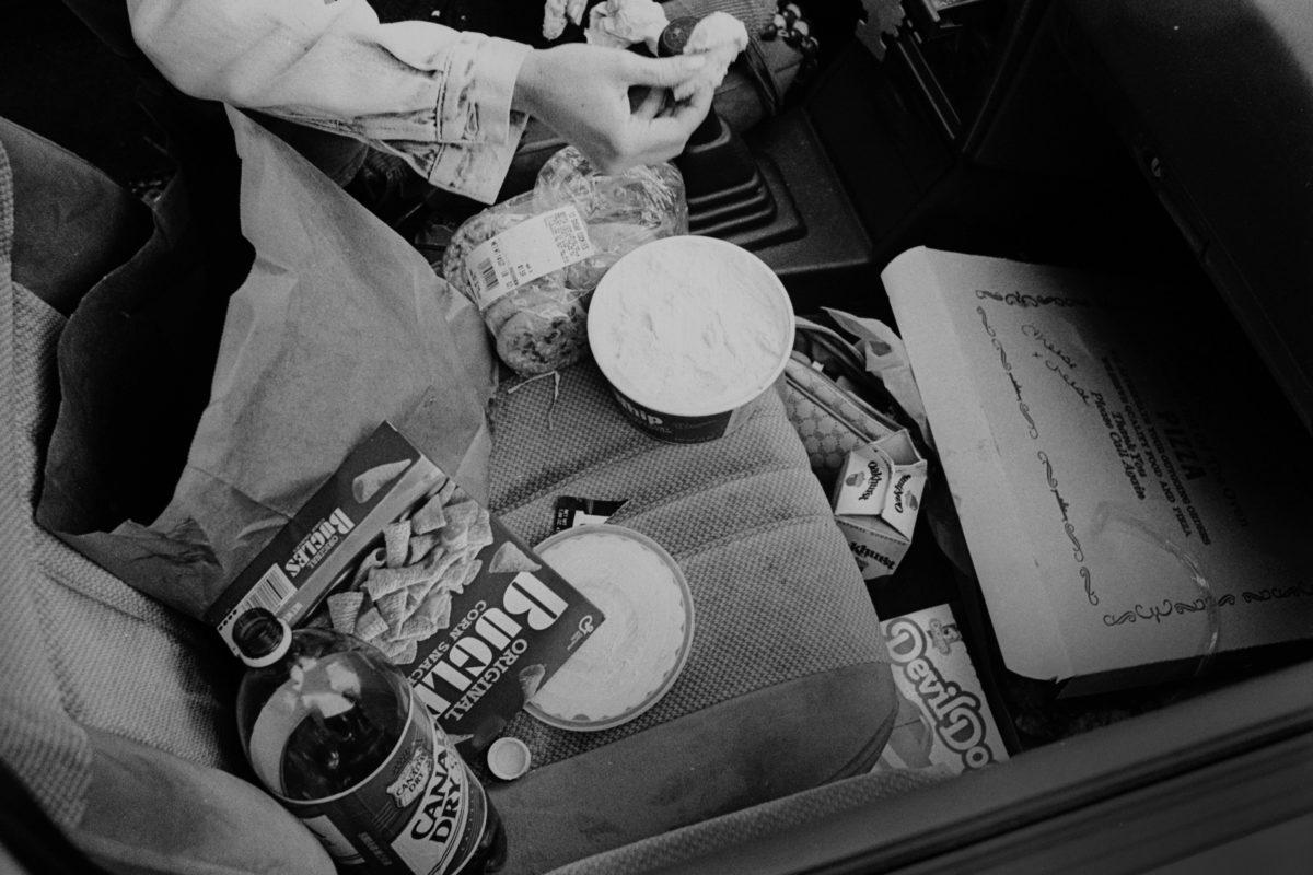 Secret Diet / A woman's constant battle with food